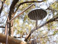 Идеи для летнего душа на даче — потрясающие примеры обустройства и подачи воды (92 фото + видео)