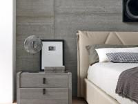Прикроватные тумбочки в спальне — фото симметричных и асимметричных решений