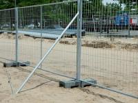 Ограждение строительной площадки – безопасность и надёжность