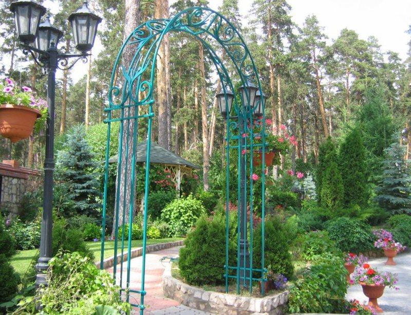 Arch in the garden 19