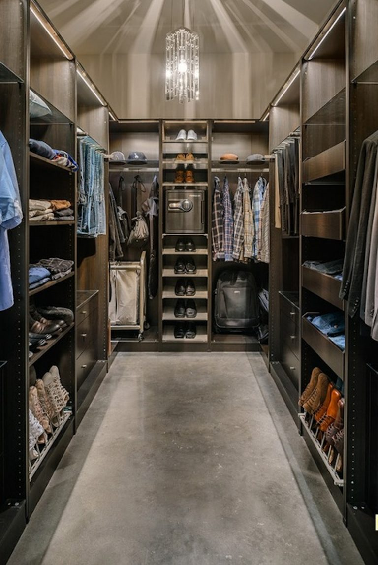 Как оборудовать темную комнату под гардеробную