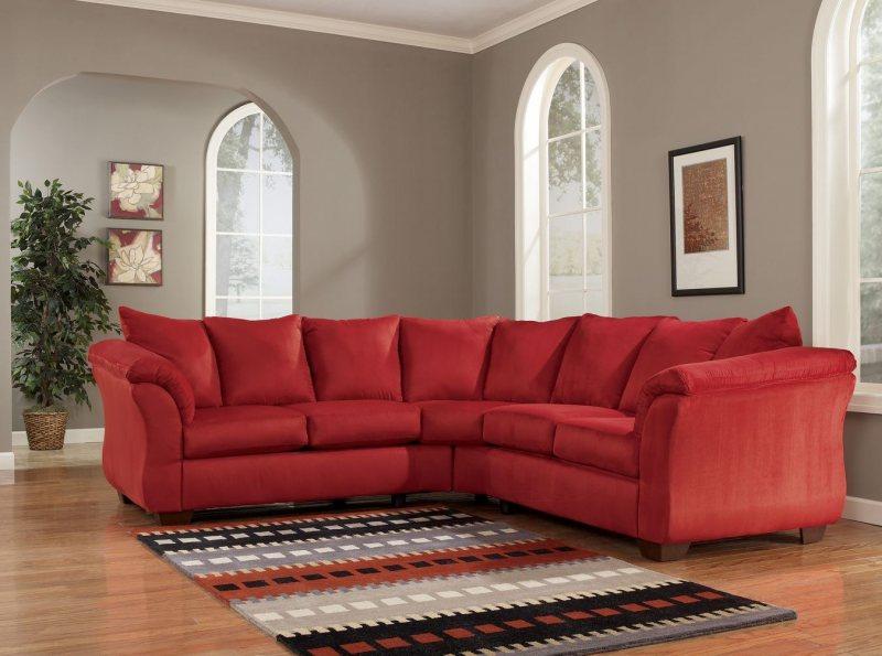 Krasnyiy divan v interere 11