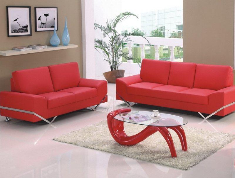 Krasnyiy divan v interere 18