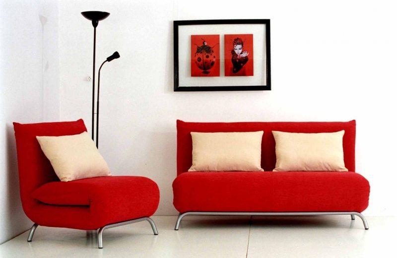 Krasnyiy divan v interere 21