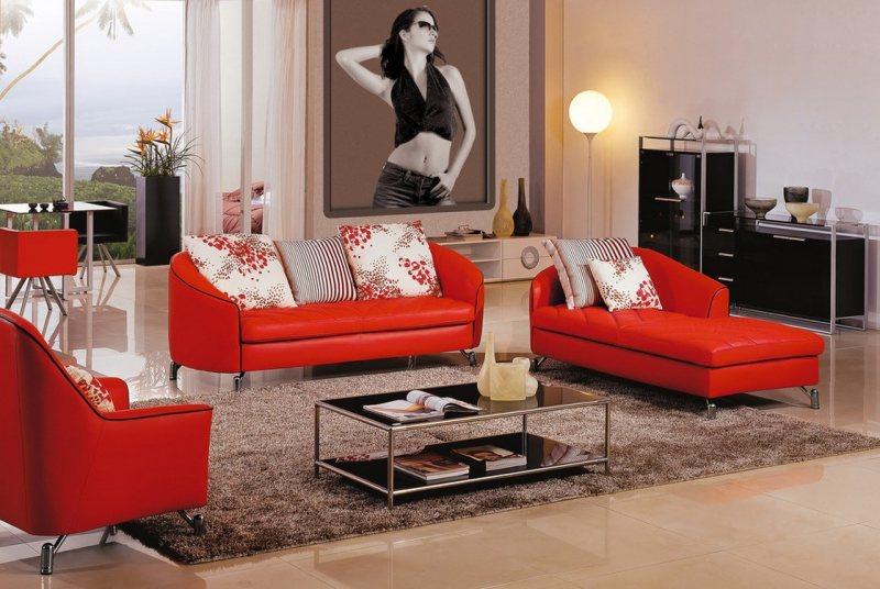 Krasnyiy divan v interere 31