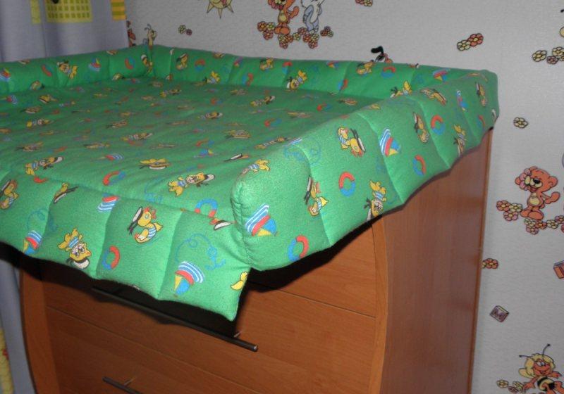 Pelenalnyiy stolik v detskoy 22