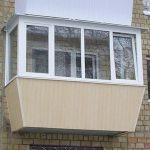 Ustanavlivaem balkonnyie ramyi 1