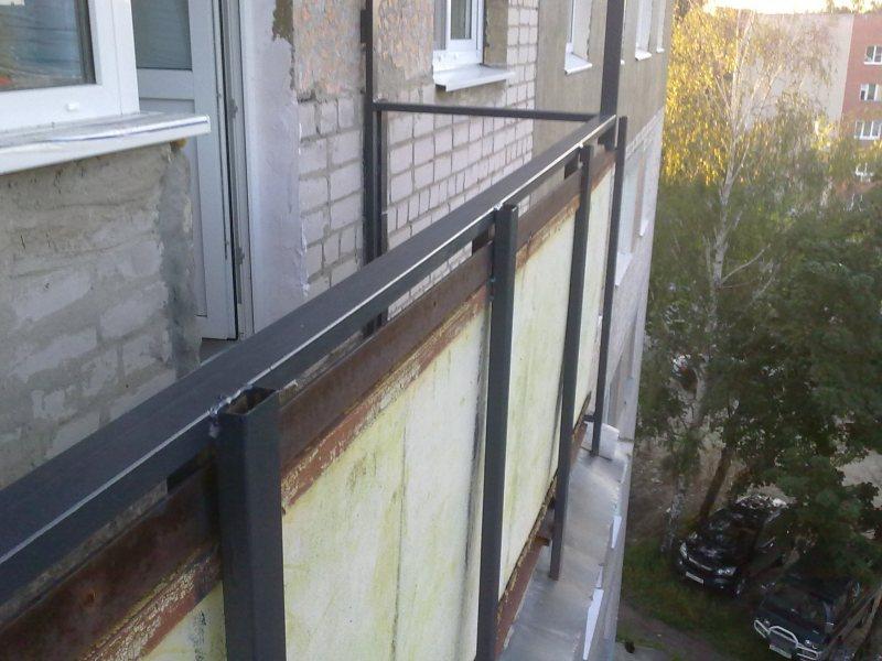 Ustanavlivaem balkonnyie ramyi 13