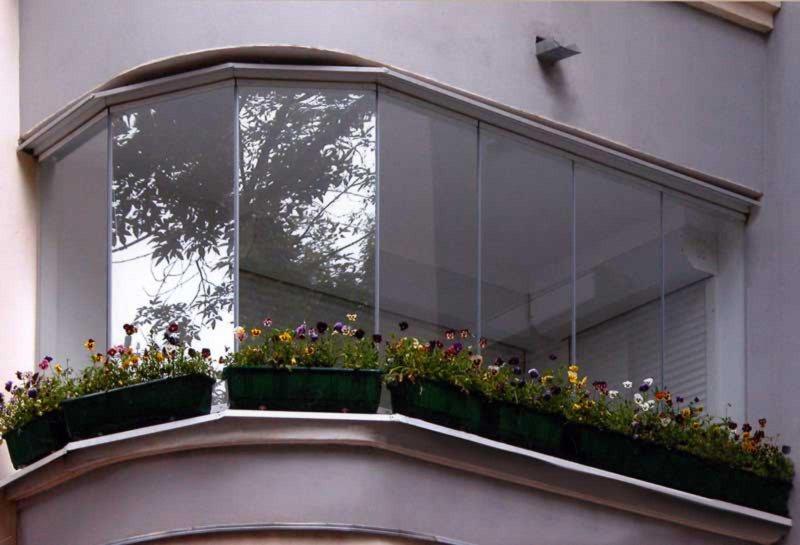 Ustanavlivaem balkonnyie ramyi 14