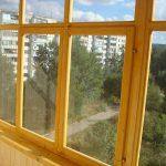 Ustanavlivaem balkonnyie ramyi 17