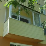 Ustanavlivaem balkonnyie ramyi 18