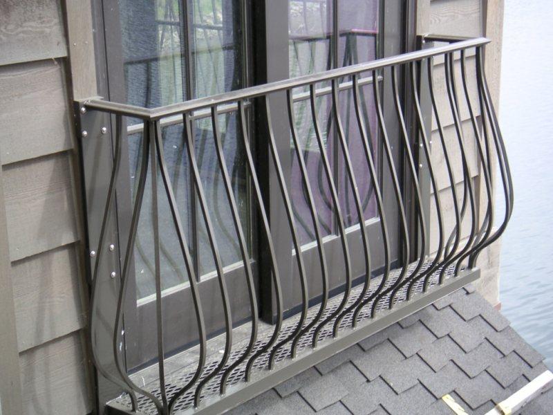 Ustanavlivaem balkonnyie ramyi 22