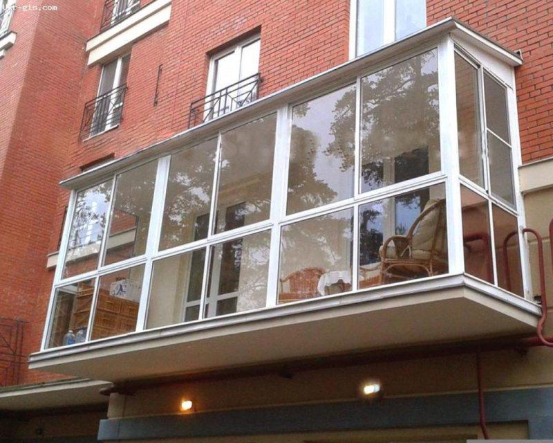 Ustanavlivaem balkonnyie ramyi 23