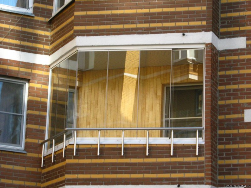 Ustanavlivaem balkonnyie ramyi 24