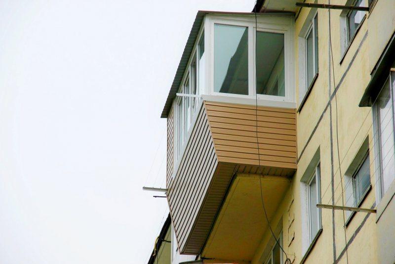 Ustanavlivaem balkonnyie ramyi 25