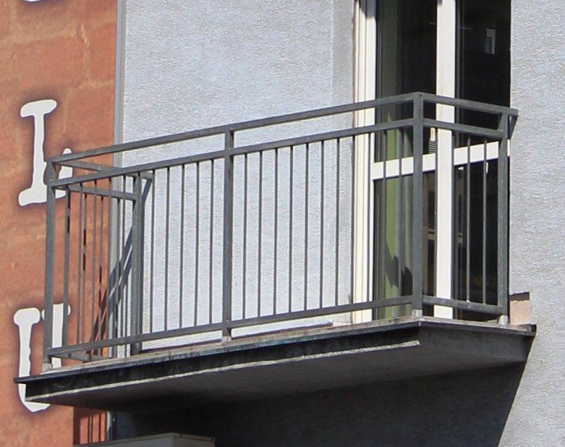 Ustanavlivaem balkonnyie ramyi 26