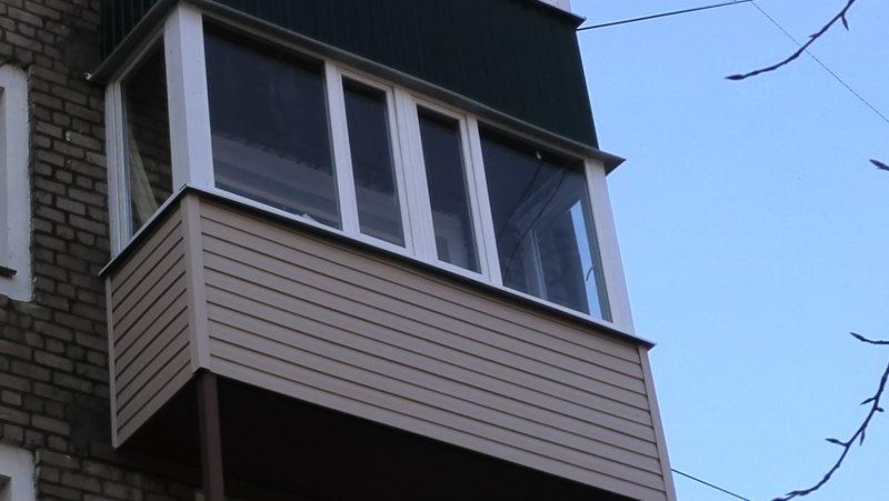 Ustanavlivaem balkonnyie ramyi 27