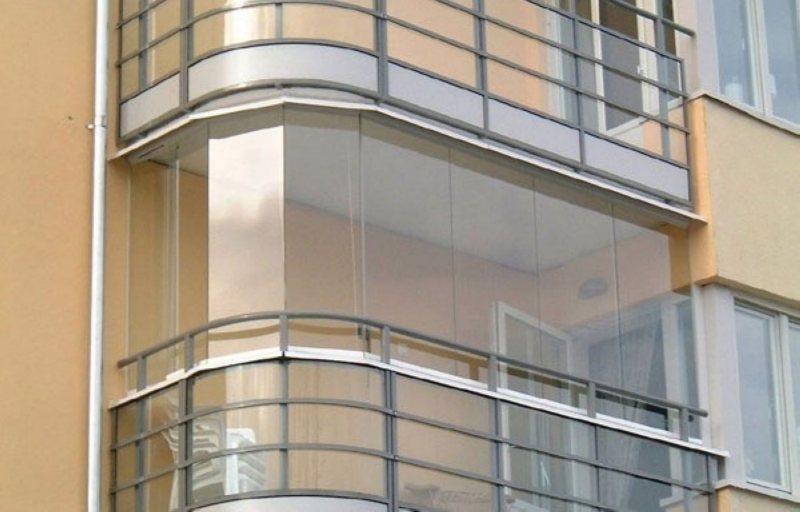 Ustanavlivaem balkonnyie ramyi 29