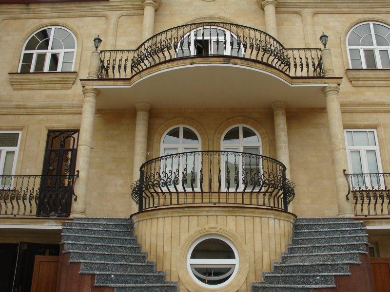 Ustanavlivaem balkonnyie ramyi 33