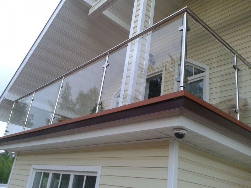 Ustanavlivaem balkonnyie ramyi 34