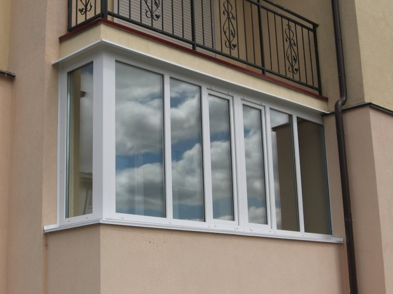 Ustanavlivaem balkonnyie ramyi 35