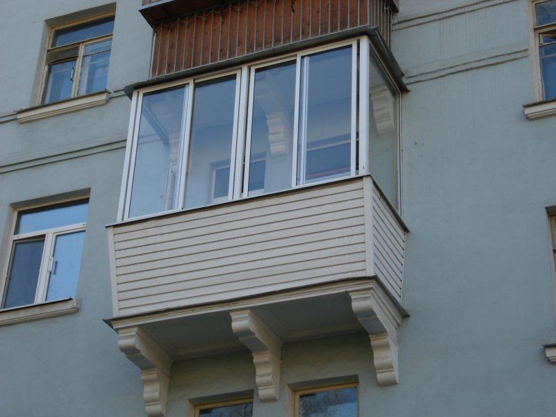 Ustanavlivaem balkonnyie ramyi 37