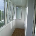Ustanavlivaem balkonnyie ramyi 4