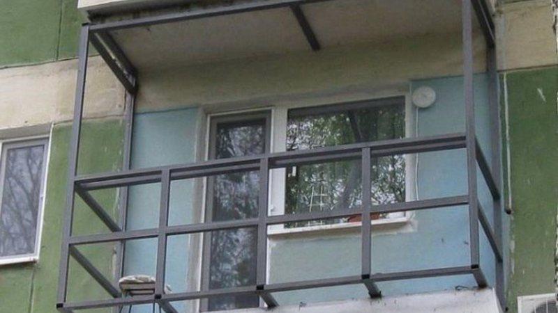 Ustanavlivaem balkonnyie ramyi 42