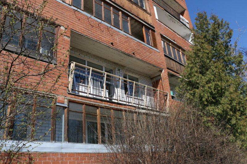 Ustanavlivaem balkonnyie ramyi 48
