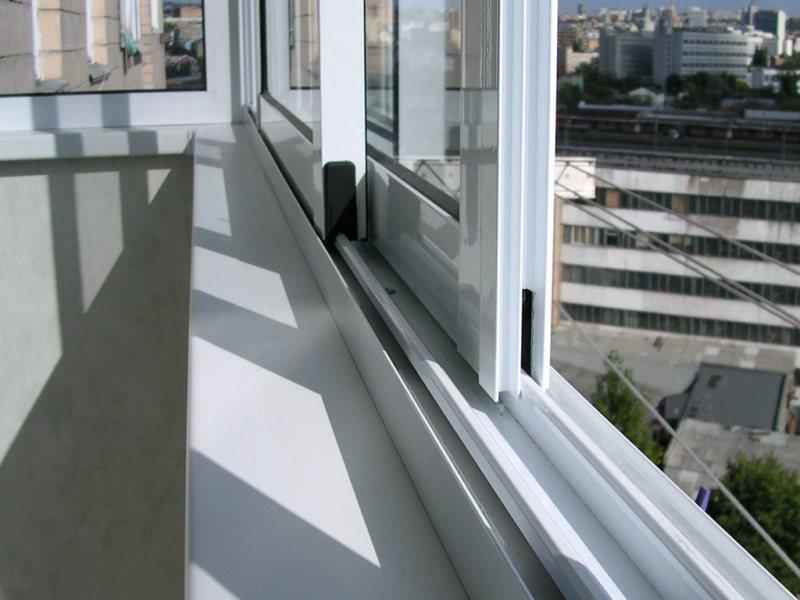 Ustanavlivaem balkonnyie ramyi 50