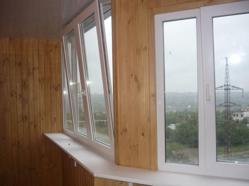 Ustanavlivaem balkonnyie ramyi 56