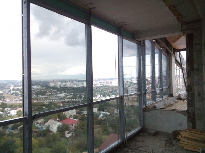 Ustanavlivaem balkonnyie ramyi 57