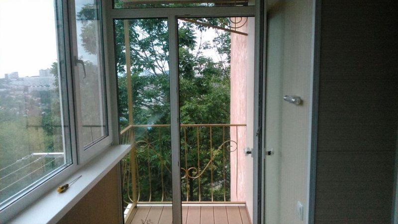 Ustanavlivaem balkonnyie ramyi 59