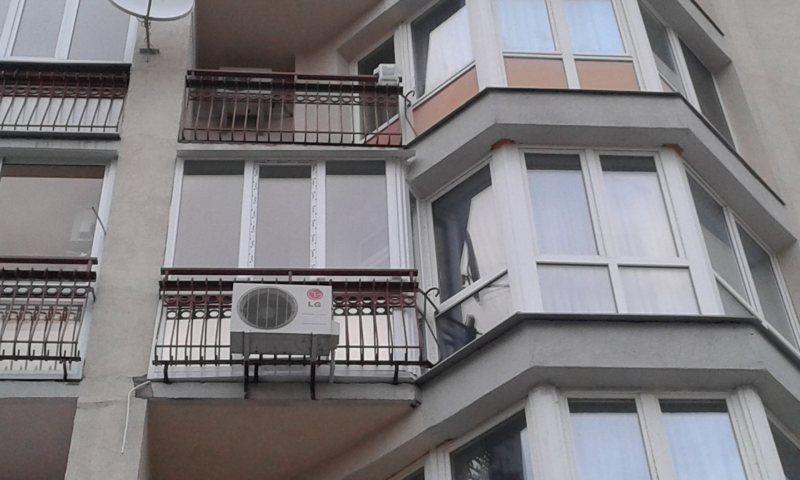 Ustanavlivaem balkonnyie ramyi 65