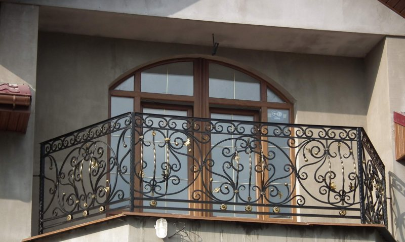 Ustanavlivaem balkonnyie ramyi 68