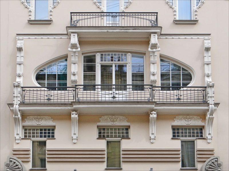 Ustanavlivaem balkonnyie ramyi 7 1