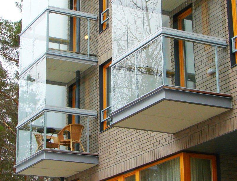 Ustanavlivaem balkonnyie ramyi 7