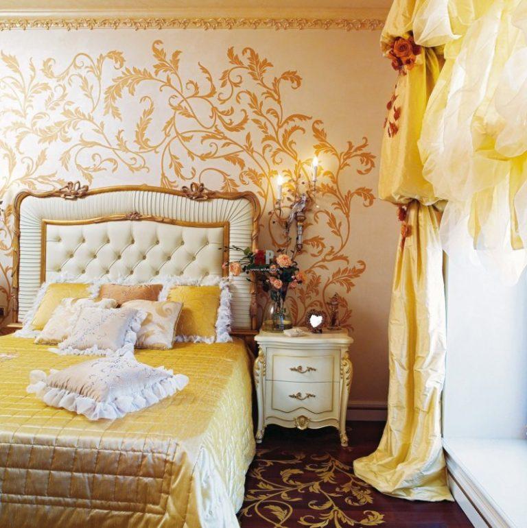 Спальня с золотыми узорами